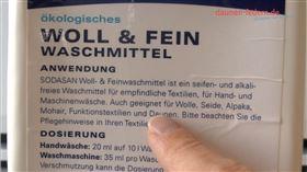 Sofakissen waschen, mit einem Woll- bzw. Feinwaschmittel